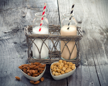 テーブルに異なるビーガン ミルク。牛乳の代わりに。 写真素材
