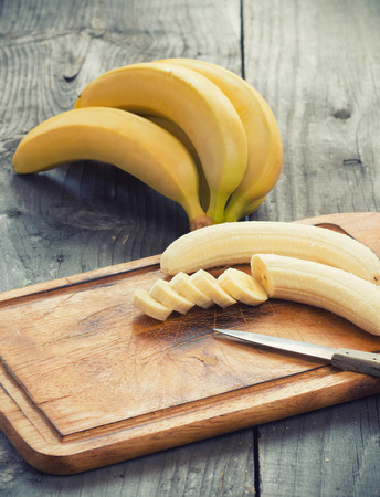 platano maduro: Fresh bananas on wooden background.Selective focus