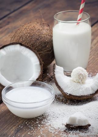 aceite de coco: aceite de coco, coco rallado a tierra, la leche de coco y coco dulces