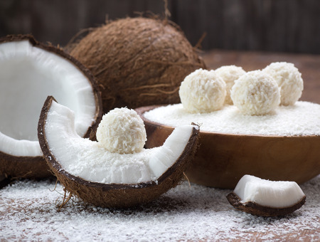 Homemade coconut sweets and fresh coconut Standard-Bild