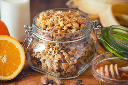Granola in a jar Standard-Bild