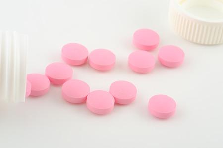 pastillas: píldoras de color rosa  Foto de archivo