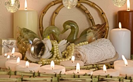 two onyx swans surrounded by candles and decorations Reklamní fotografie
