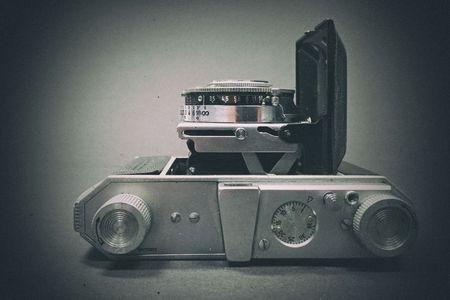 Analog camera Standard-Bild - 98923443