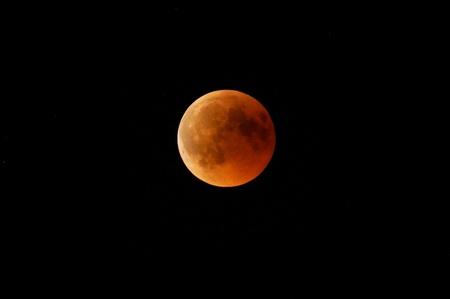 blood moon Standard-Bild - 105933334