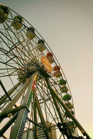 Ferris wheel retro Standard-Bild - 116295655
