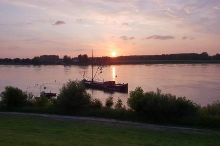 Evening sun on the river Standard-Bild - 116295659