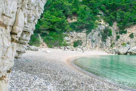 Amazing quite beach with turquoise water. Beach with small stones and beautiful cliffs around. Adorable meditation place. Love valley. Banco de Imagens