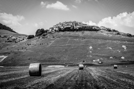 castelluccio: Hay balls on the field in Castelluccio di Norcia, Italy Stock Photo