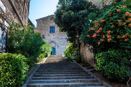 bevagna: A gentle staircase drives to the church of St. Francis through a bush of orange Bignonia Stock Photo
