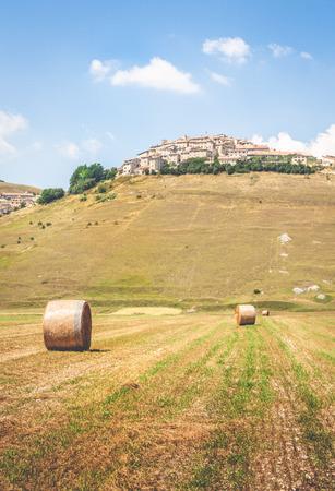 norcia: Hay balls on the field in Castelluccio di Norcia, Italy Stock Photo