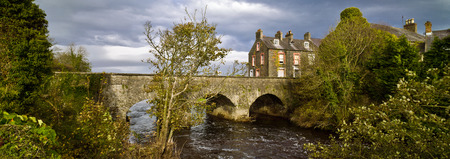 Old Bushmills village, bridge and river, Northern Ireland, autumn Stockfoto