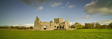 Landscape with ruined church and Rock of Cashel, Ireland, autumn Stockfoto