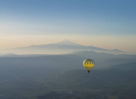 Hot air balloon and Erciyes volcano mountain, blue sky, Cappadocia, Turkey Stockfoto - 145807125