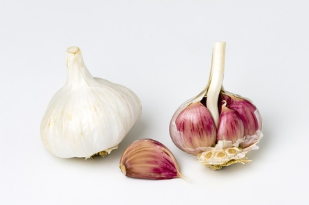 garlic bulbs and cloves on a white background Imagens