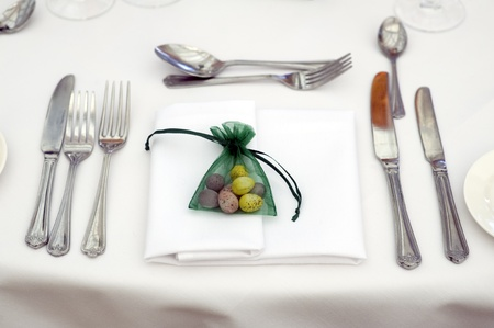 favour: table setting at easter with easter egg favour