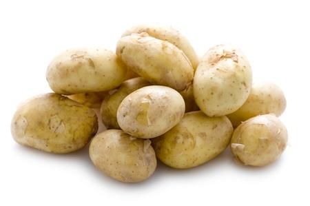 peer to peer: maris pares patatas nuevas aisladas en blanco