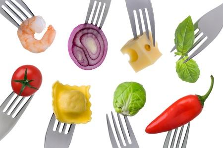 Vielzahl von gesunden Lebensmitteln auf Gabeln auf einem weißen Hintergrund Lizenzfreie Bilder