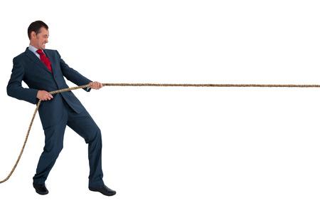 Hombre de negocios tirando de una cuerda aislado en un fondo blanco Foto de archivo - 29834021