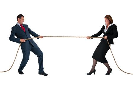 Geschäftsmann und Frau Tauziehen Rivalität Konzept isoliert auf weiß Lizenzfreie Bilder