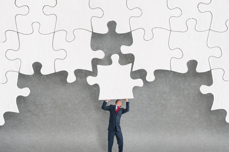 business challenge concept businessman completing a jigsaw puzzle 版權商用圖片