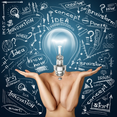 naked woman: Лампа голова красивая голая женщина с открытыми руками