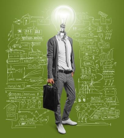 pensamiento creativo: empresario l�mpara de cabeza tiene una idea