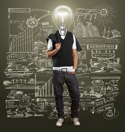 ランプの頭の男はアイデアを持っています。 報道画像