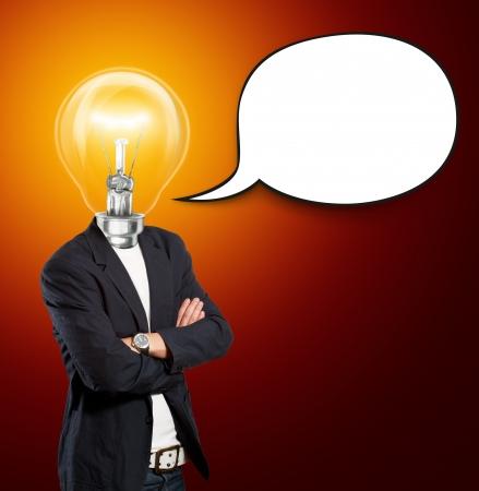 考え概念、音声バブルのランプ ヘッド実業家