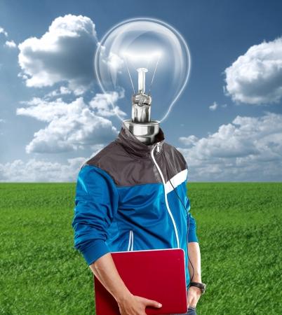 Chef de la lampe homme avec un ordinateur portable, écouter de la musique