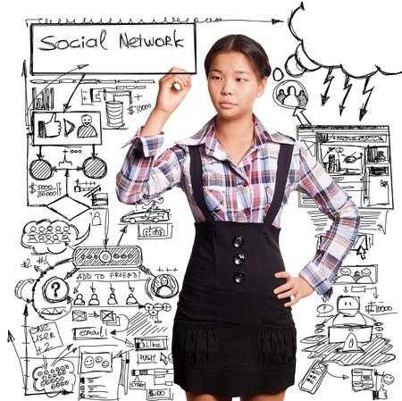 ソーシャル メディアのコンセプトは、アジアの女の子は何かを書く