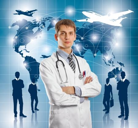 agencia de viajes: Concepto de viaje. Hombre de negocios con el fondo virtual