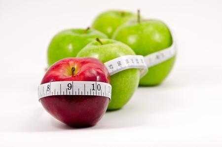 cintas metricas: Las manzanas rojas y verdes con cinta métrica