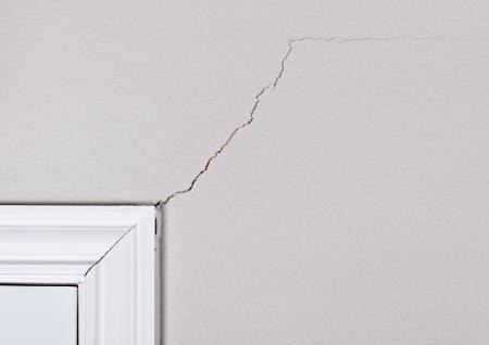 tablaroca: Fundaci�n problema que causa grietas por encima marco de la puerta