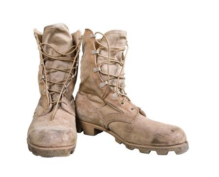 Antiguo botas de combate aisladas sobre blanco Foto de archivo