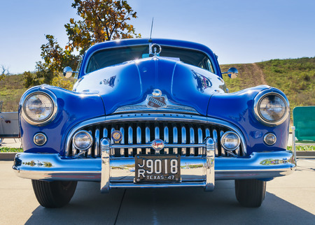 WESTLAKE, TEXAS - OCTOBER 18, 2014: A blue 1947 Buick Super is on display at the 4th Annual Westlake Classic Car Show. Front view. Publikacyjne