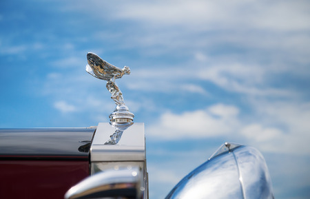 limousine: WESTLAKE, TEXAS - OCTOBER 17, 2015: Hood ornament of a 1937 Rolls Royce Parkward Limousine classic car against blue sky. Editorial