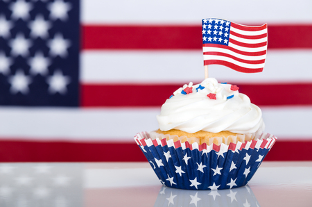 Patriotic cupcake with American flag Banque d'images