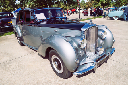 Westlake, Texas - October 20, 2018: Front side view of a silver 1952 Bentley R Type Saloon classic car. Redakční