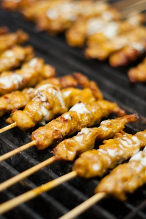 Satay chicken on grill   版權商用圖片