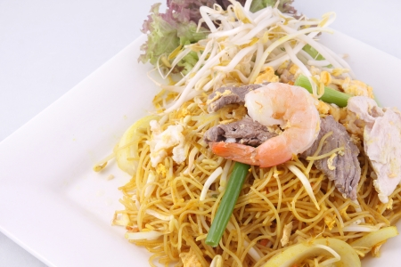 Sigapore noodles fritos com macarr