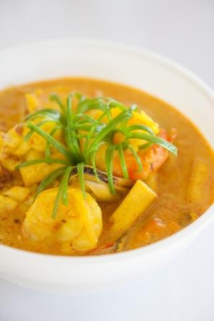 Comida tailandesa, curry amarelo com camar Banco de Imagens