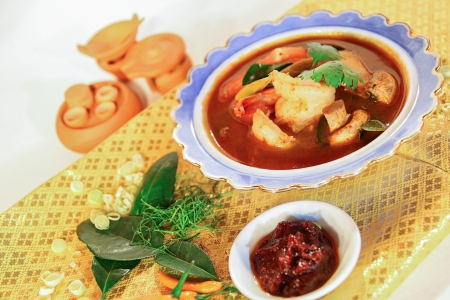 popular soup: Tom yum prawn, Thai popular soup