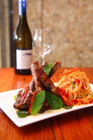 Grill lamb with papaya salad