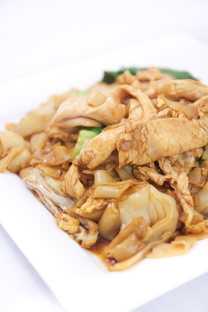 Pad se ew, Stir fried flat rice noodles with oyster sauce   photo