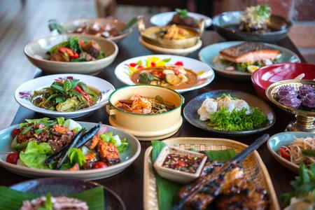 plato de comida: Alimentos tailandeses.