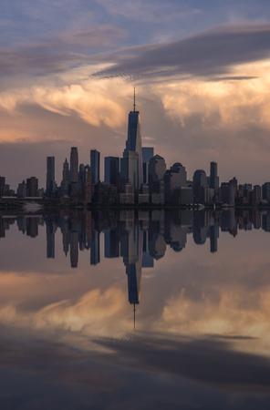 Evening New York City skyline viewed from Hoboken, New Jersey 스톡 콘텐츠