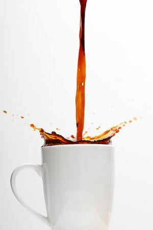 Gießen von Spritzen Kaffee