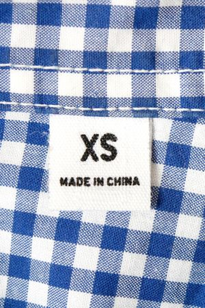 An extra small label on a shirt photo