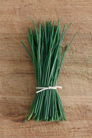 Chives on a wooden surface Imagens